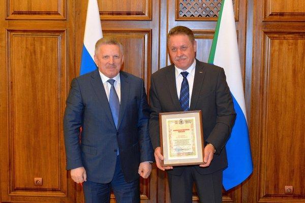 Вячеслав Шпорт наградил лучших бизнесменов Хабаровского края